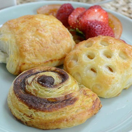 Cinnamon Roll, Apple Pocket, Pain Au Chocolat Mini Danish